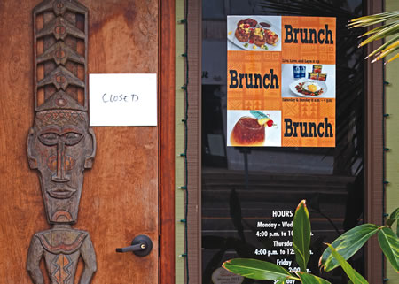 Royal Hawaiian, a long time Laguna Beach landmark restaurant and bar suddenly closes.