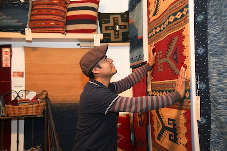 Antonia Mendoza displays rugs and tapestries woven with natural yarns and dyes in the manner of his Zapotec ancestors.
