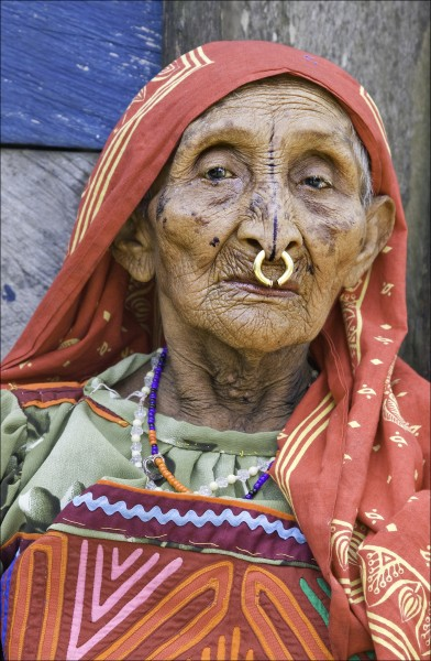 1.2 redding Sharpened-Panama Kuna Woman-11-20-11_300