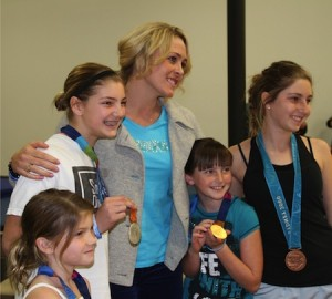 Medalist Kaitlin Sandeno shares her story with young diving competitors.