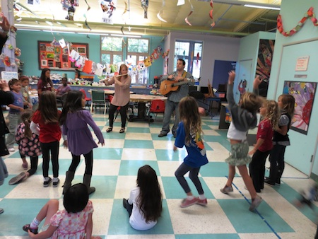 Musicians Jessica Pierce and guitarist Almer Imamovic get club members on their feet.