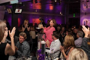 Rita Rudner receives an Art Star trophy. Photo by Xun Chi.