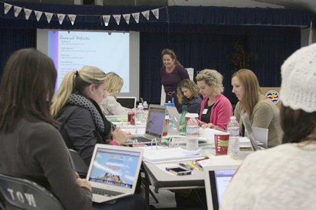 Consultant Charlotte Knox coaching fourth- and fifth-grade Top of the World and El Morro elementary school teachers last week. Photo by Rita Robinson