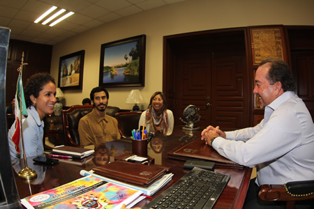 LCAD student Christopher Ybarra, center, visits the mayor in San Jose del Cabo.