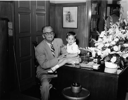 Laguna Federal's founder Andrew Hall and a prospective customer. Editor's note: a link was added to last week's story with historical images.