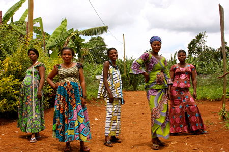 Women of Congo display their hand-made wares.