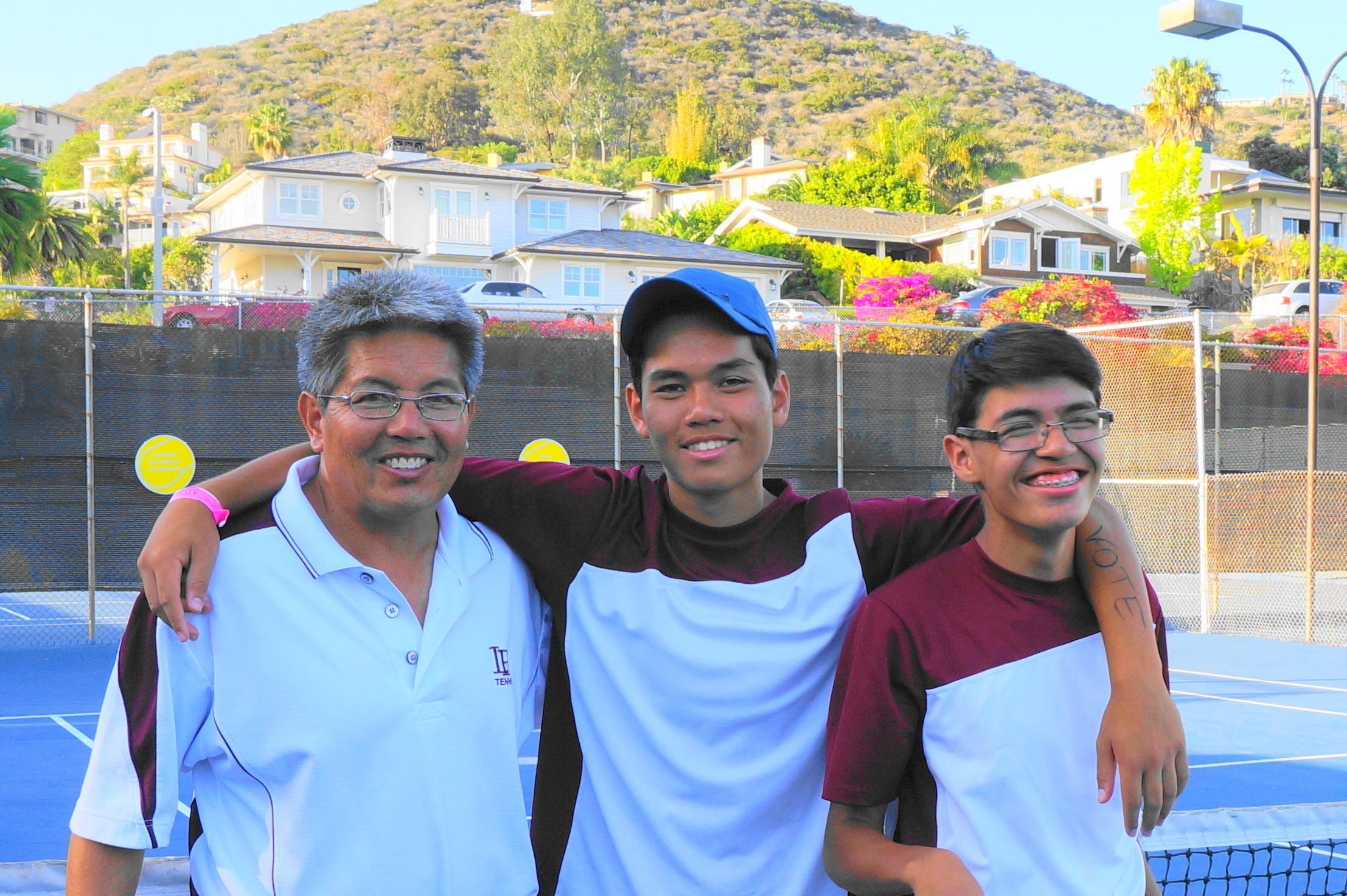 Everett Gee, left, with his sons, tennis champs Ryan and Ethan