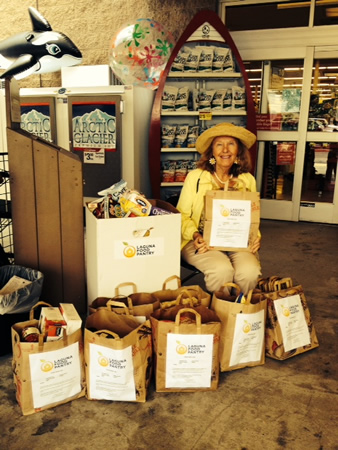 Interfaith Council member Daga Krackowizer collects donations on behalf of the Laguna Food Pantry.Photo by Jackie Riegel