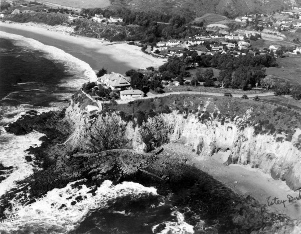 "An aerial view of Howardcliff in 1941 as it looked during filming of ""Shadows in the Night."" Photo courtesy of Laguna Beach Historical Society."