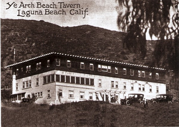 Ye Arch Beach Tavern, built in 1889 by homesteader Hubbard Goff, namesake for Goff Island. Arch Beach Heights would remain undeveloped for several more decades.