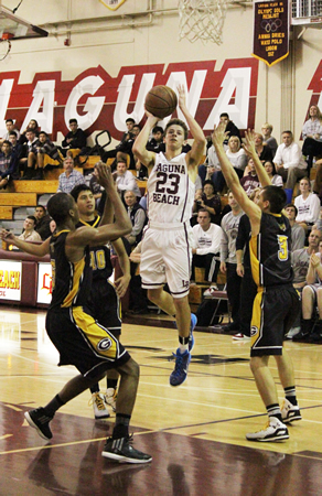 Junior Isaac Wulff looks for an open man at home against Godinez on Wednesday, Jan. 28.