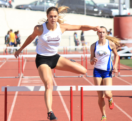 Junior Coco Putnam cruised to victory in the 400. Photos by  Robert Campbell