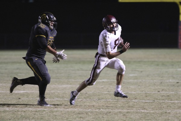 Quarterback Jack Simon carries the ball in the final game.