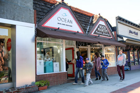 Oceane Skin Care staff hands out information to passersby a day before the City Council voted to close the shop. Photo by Jody Tiongco