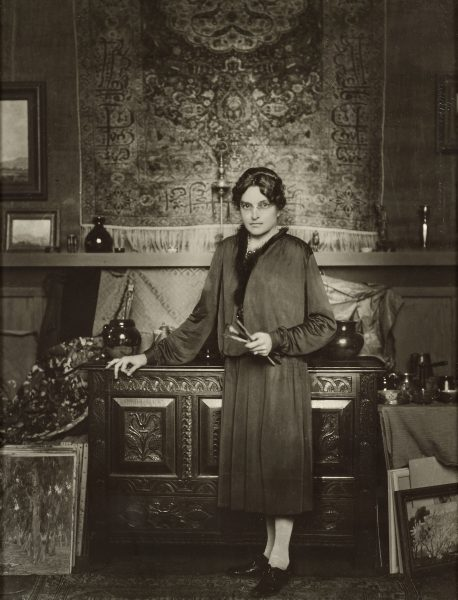 A portrait of Anna Hills, probably in her home-studio. Photo by George Hurrell