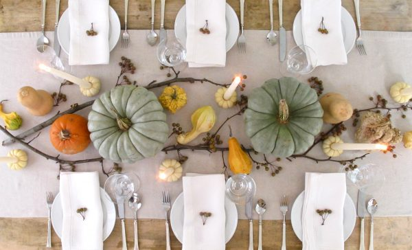 The minimalist table decorations that don't interfere with eye contact.
