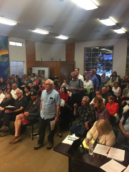 Many residents who want to remove their properties from the city's 1981 historic inventory pack a standing-room-only Planning Commission hearing Wednesday.