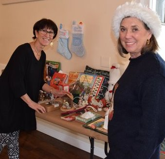 Barbara Crane tops off her holiday spirit at a boutique hosted by the Woman's Club.