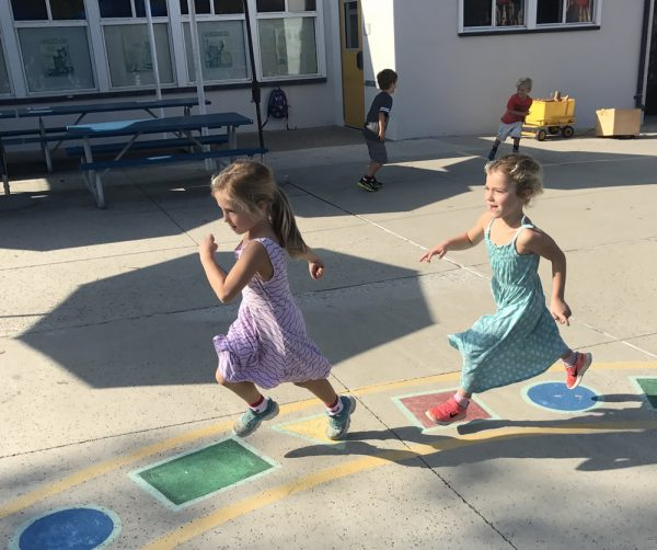 Evelyn and June Rubin run happily around the kindergarten playground during orientation. Photos by Amy Orr.