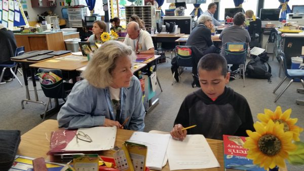 AAUW volunteers assist El Morro students with their studies.
