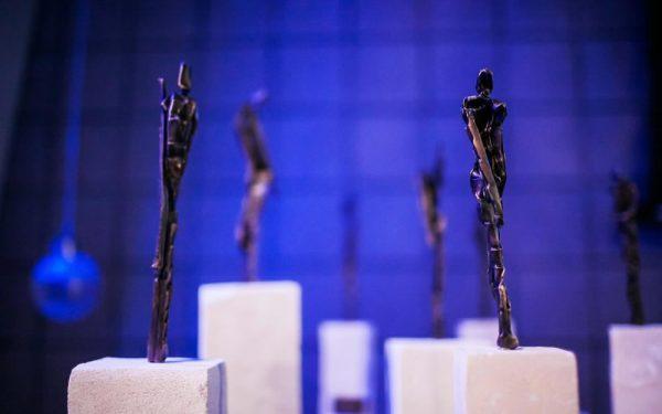 Original sculptures by Louis Longi serve as Art Star Awards.