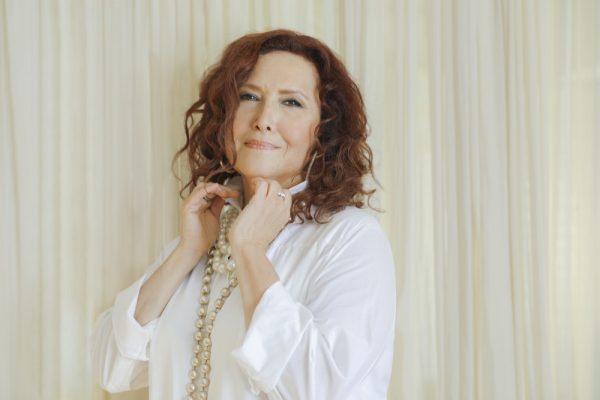 Singer Melissa Manchester stars at the Art Star Awards.