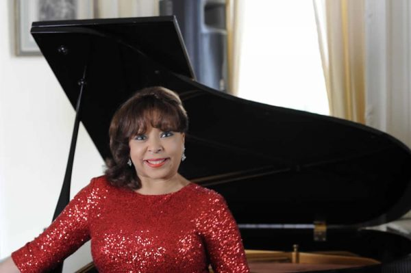 Performer Leslie Lewis