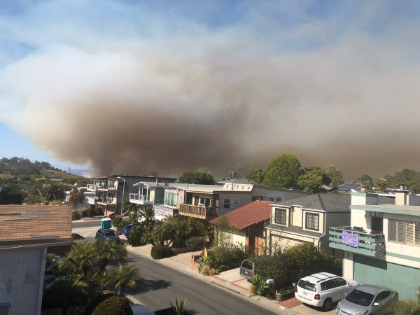 The fire as seen from Arch Beach Heights late this afternoon. Photo by Sande St. John.
