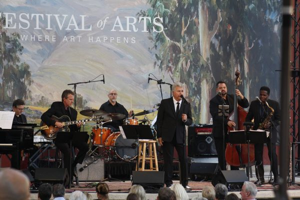 Grammy-winning record producer and vocalist Steve Tyrell performed at the Festival of Arts' celebrity benefit.  Photos by Chris Trela.