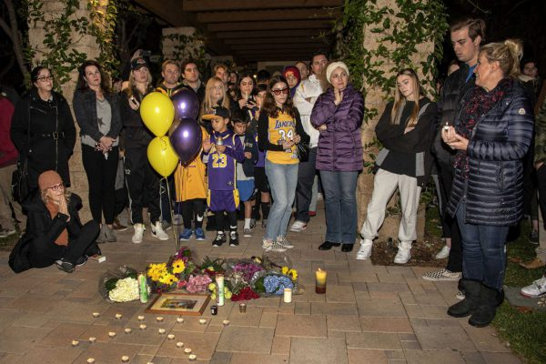 Hundreds Attend Candlelight Vigil For Kobe Bryant Daughter